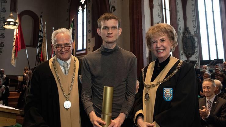 Auch der 24-jährige Vitalik Buterin wird zum Ehrendoktor der Uni Basel ernannt. Er ist Blockchain-Pionier.