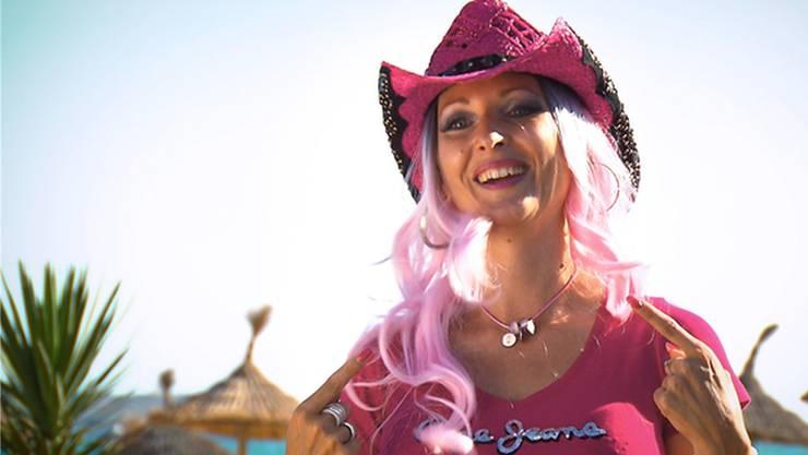 Cowgirl Isabel Steiner von der GoWildWest-Ranch in Wolfwil will ihr Glück nun als Sängerin am Ballermann im spanischen Mallorca versuchen.