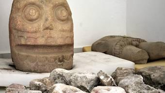 Mit Häutungen geehrt: Steinskulptur der Gottheit Xipe Tótec (Unser gehäuteter Herr) aus der mexikanischen Ruinenstadt Ndachjian-Tehuacán.