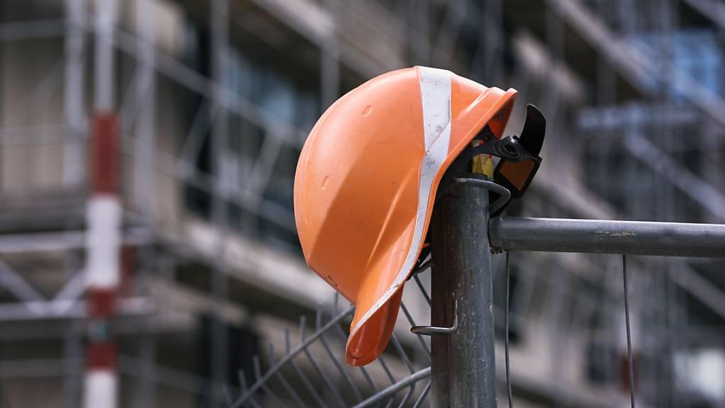 Der Unfall ereignete sich auf einer Baustelle im Papieri-Areal in Cham. (Symbolbild)