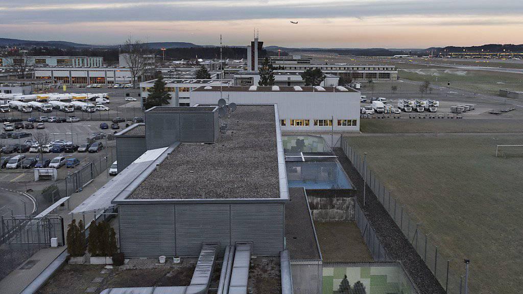 Vom Flieger ins Gefängnis: Ein weiterer Dschihad-Rückkehrer ist am Flughafen in Zürich verhaftet worden. (Archiv)