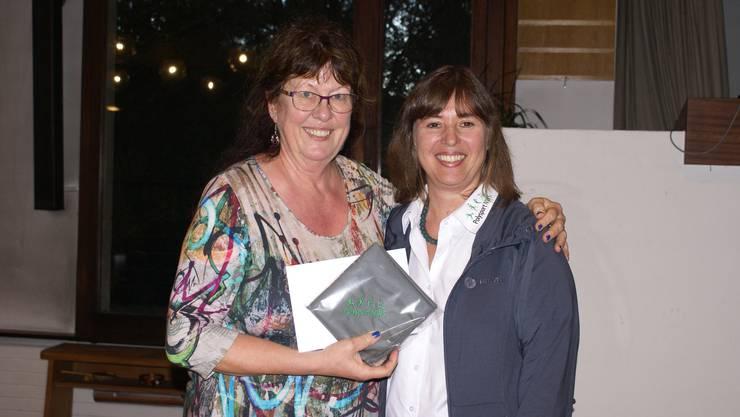 Vera Barritt dankt Chantal Kaiser