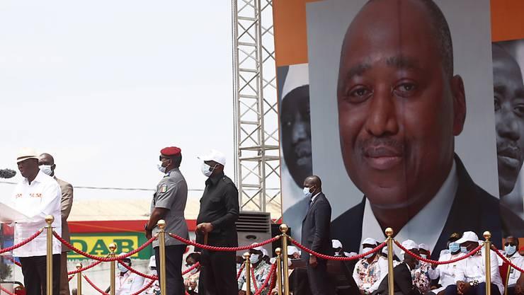 Alassane Ouattara, Präsident von Cote d'Ivoire, tritt bei den kommenden Präsidentschaftswahlen nochmals an, obwohl die Verfassung keine dritte Amtszeit vorsieht. (Archivbild)