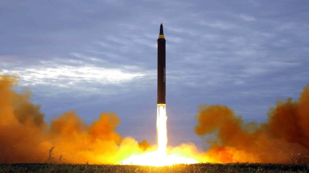 Nordkorea hat erneut Raketen getestet - dies meldete die südkoreanische Nachrichtenagentur Yonhap am Dienstag unter Berufung auf den Generalstab in Seoul. (Archivbild)