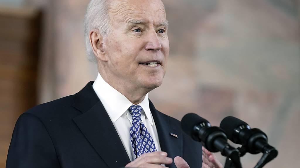 Joe Biden, Präsident der USA, spricht an der Emory University in Georgia nach einem Treffen mit führenden Vertretern der asiatisch-amerikanischen und pazifischen Gemeinschaft. Foto: Patrick Semansky/AP/dpa