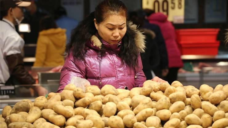 Kartoffeln mit Pekingente? Für viele Chinesen dreht sich schon beim Gedanken der Magen um. Die Kartoffel gehört in China nicht zu den Grundnahrungsmitteln. KEY