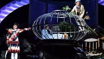 """Die Abgeltungen für die städtische Kultur (im Bild die """"Dreigroschenoper"""" am Theater Basel) wird die Partnerschafts-Debatte zwischen beiden Basel in naher Zukunft dominieren."""