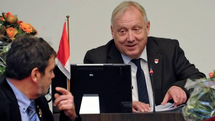 Das war in der ersten Sitzung als Kantonsratspräsident. Peter Brotschi mit Regierungsrat Roland Heim (links).