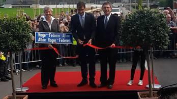 Hier weiht Roger Federer seine Allee in Biel ein.