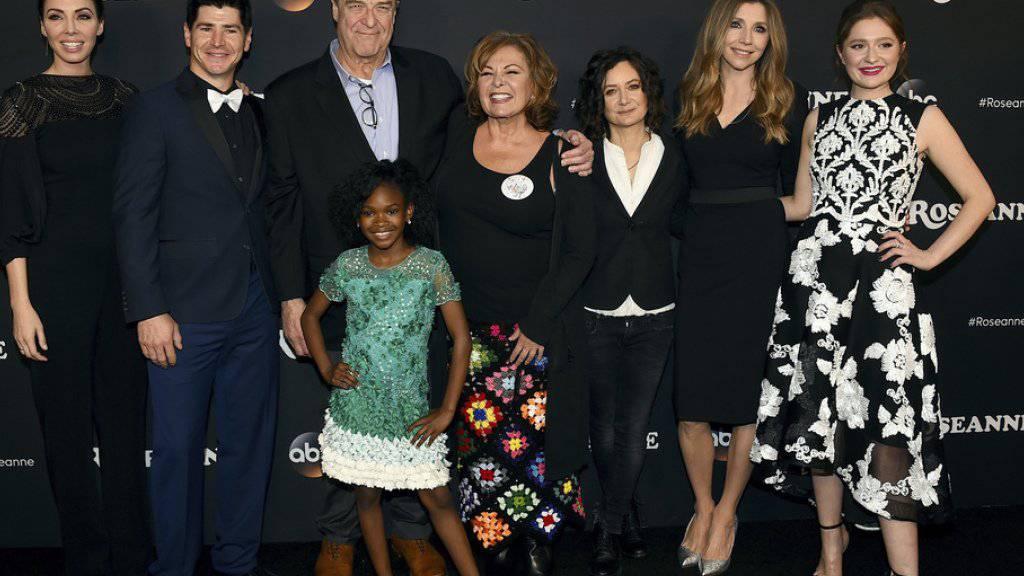 Sender kennt nach rassistischem Tweet kein Pardon: Die Familie Conner kehrt im Herbst ins Fernsehen zurück - allerdings ohne die bisherige Hauptfigur Roseanne Barr (Mitte).