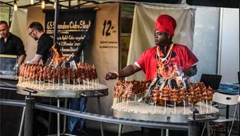 «Live Cooking»: Beim Streetfood Festival können die Besucher bei der Zubereitung der Speisen zuschauen. zvg