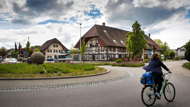 Entlang der Bahnhofstrasse, zwischen «Kreuz» und dem Bahnübergang, soll eine Planungszone aufgelegt werden.