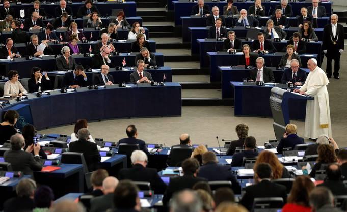 In seiner Rede ruft er zu einer Rückbesinnung auf die Werte der Europäischen Union auf.