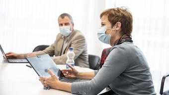 Bereits ab Mittwoch, 11. November, gilt in Innenräumen von Betrieben eine konsequente Maskenpflicht. (Symbolbild)