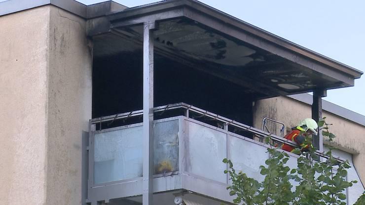 Als Ursache für den Wohnungsbrand steht eine unsachgemässe Entsorgung von Raucherwaren im Vordergrund.