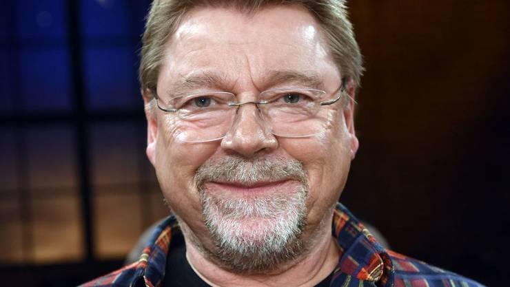 Der Moderator Jürgen von der Lippe findet, mit seinen 100 Kilo sei er zu schwer. Er schränkt deshalb den Alkoholkonsum ein und isst weniger Früchte. (Archiv)