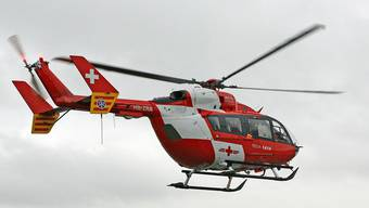 Ein Rega-Helikopter hat den verletzten Knaben ins Spital geflogen.