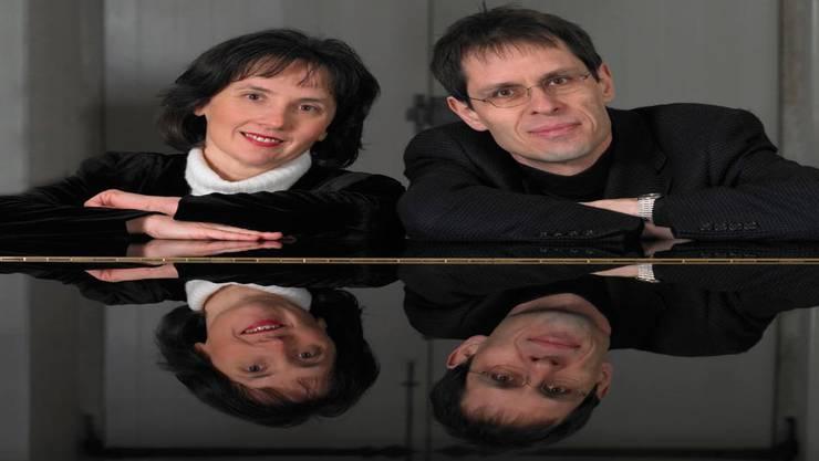 Das Klavierduo Adrienne Soós und Ivo Haag zeigt immer wieder vor, wie Reich das Werk für zwei Klaviere ist.