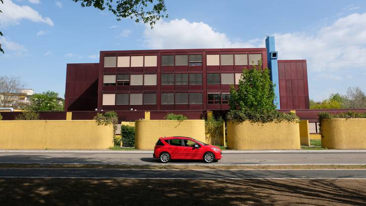 Im Urdorfer Sekundarschulhaus Moosmatt sollen für 530'000 Franken bauliche Massnahmen umgesetzt werden, um Lernlandschaften zu ermöglichen.