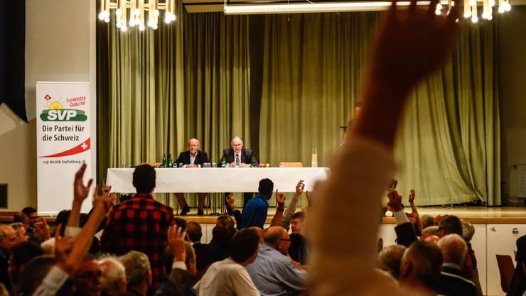 Die Delegierten der Aargauer SVP stimmen ab - und sagen deutlich Ja zur Ecopop-Initiative.