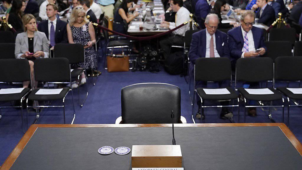 Die Leiter der Rechtsabteilungen von Facebook, Google und Twitter sollen vor dem Russland-Ausschuss des US-Senats aussagen. (Symbolbild)