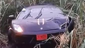 Die Lichter des Lamborghini Gallardo brannten nach dem Horror-Crash noch.
