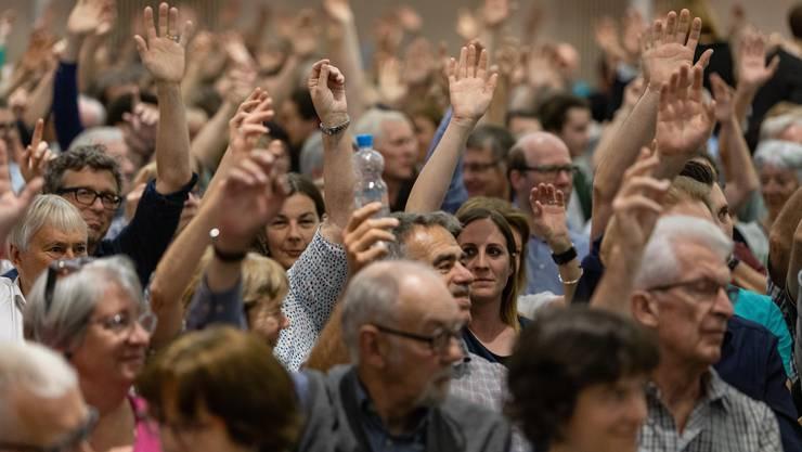 Bald weniger ältere Mitbürger an den Gemeindeversammlungen? Geht es nach dem Willen der Solothurner Regierung und des Kantonsrates, sollen künftig auf Gemeindeebene 16-Jährige mitbestimmen können. (Symbolbild)