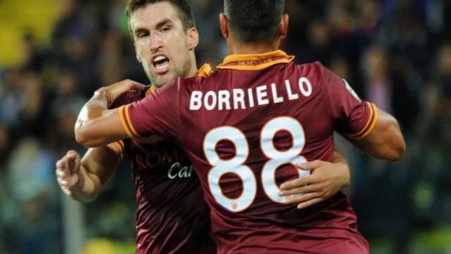 Kevin Strootman jubelt mit Torschütze Marco Borriello.