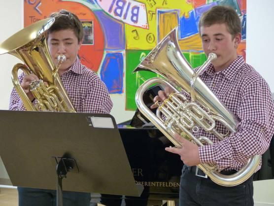 Elias Mühlebach und Sandro Hutter von der Musikschule Surbtal erhielten für ihr Spiel auf dem Euphonium einen ersten Preis