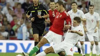 Englands Steven Gerrard (rechts) zeichnete sich als Doppeltorschütze aus
