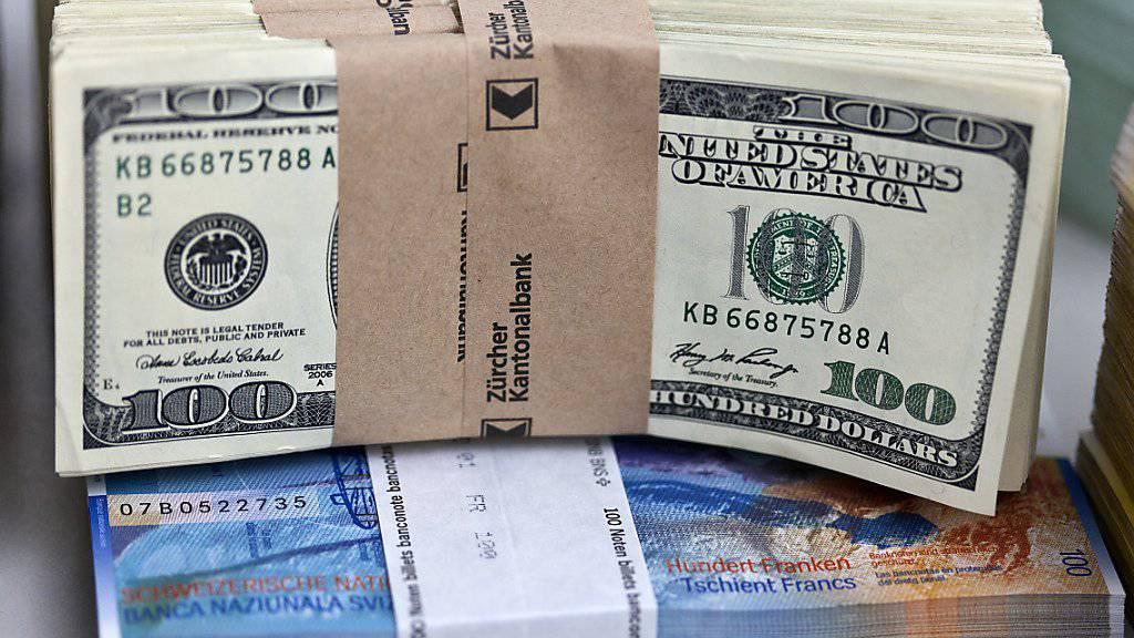 Ein Dollar ist wieder gleich viel wert wie ein Franken - zum ersten Mal seit März.