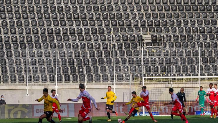 Fussballspiele vor leeren Rängen - für die Klubs ein existenzbedrohendes Minusgeschäft.