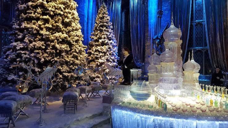 Die Requisiten am Ende der Grossen Halle stammen aus dem vierten Film «Harry Potter und der Feuerkelch».