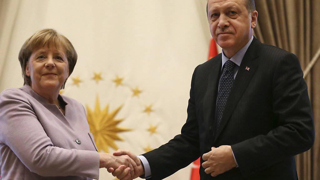 Deutschlands Bundeskanzlerin Angela Merkel und der türkische Präsident Recep Taiyyp Erdogan in Ankara.