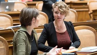 Der erste Tag in Bundesbern: Die neue Aargauer Nationalrätin Irène Kälin (30, rechts) im Gespräch mit Grünen-Präsidentin Regula Rytz. ALESSANDRO DELLA VALLe/Key