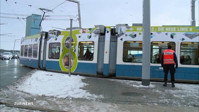 Grosser Ansturm auf Hardbrücke-Tram