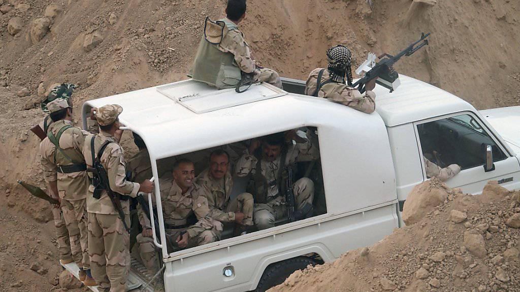 Kurdische Peschmerga-Kämpfer starten eine Offensive auf die Stadt Sindschar im Nordirak. (Archiv)