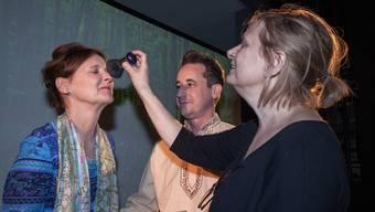 Regisseurin Gunhild Hamer (r.) mit Susanne Hermann und Beni Weber. psi