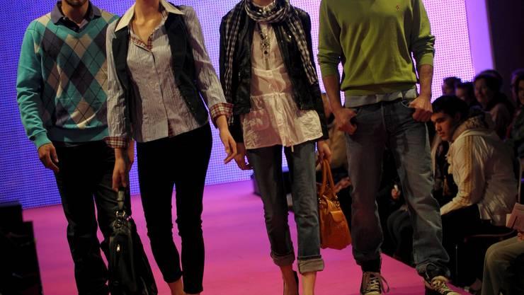 Die Modeschau von Pfauen an der Muba