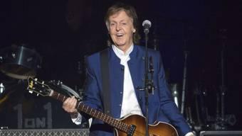 Der Ex-Beatle Sir Paul McCartney ist in den Londoner Abbey Road Studios vor ausgewählten Fans und Stars aufgetreten - dort, wo er vor Jahrzehnten legendäre Aufnahmen mit den Beatles eingespielt hatte. (Archiv)