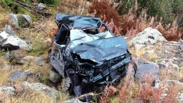 Der Beifahrer konnte sich selber aus dem Autowrack befreien