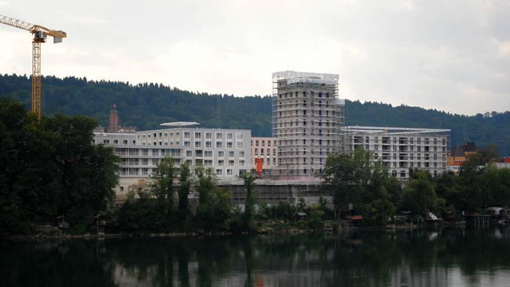 Neubauwohnungen gehen in Zentrumsgemeinden (im Bild: Salmenpark in Rheinfelden) weg wie warme Semmeln.
