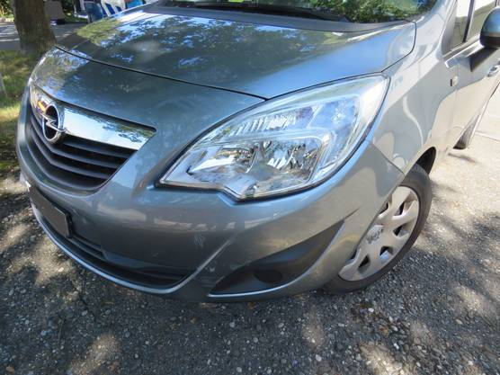 Mit diesem Opel kollidierte der Velofahrer. Das Auto wurde von einem 70-Jährigen gelenkt.