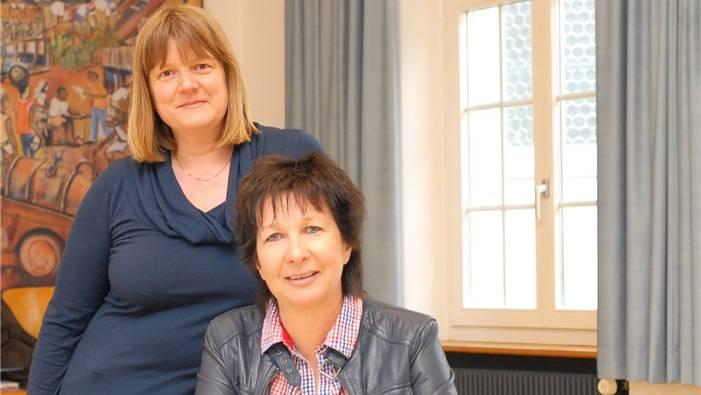 Sie sind gespannt auf das Pilotprojekt Wegbegleitung (von links): Iris Bäriswyl Igbeta, Sozialarbeiterin, und Beatrice Bieri, Sozialdiakonin. Marc Reinhard