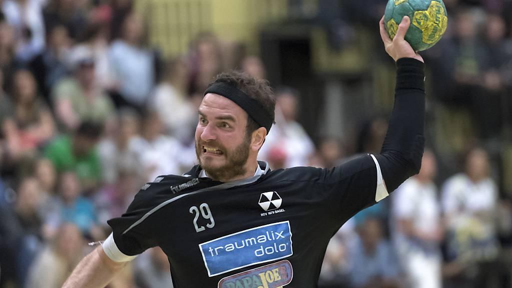 Rares Jurca (hier noch im Dress des RTV Basel) gelang gegen Suhr Aarau eine Sekunde vor Schluss der Siegtreffer für St. Otmar St. Gallen. (Archivbild)