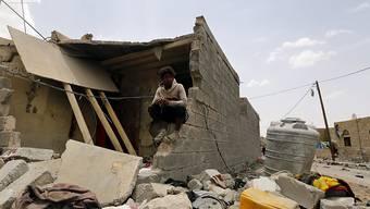 Zerstörtes Wohnhaus in Sanaa nach Luftangriffen der Militärkoalition unter Führung von Saudi-Arabien am Montag