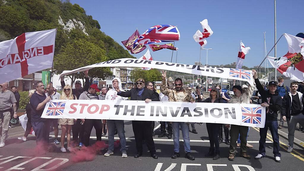 Proteste gegen Migration legen Lkw-Verkehr in Dover lahm