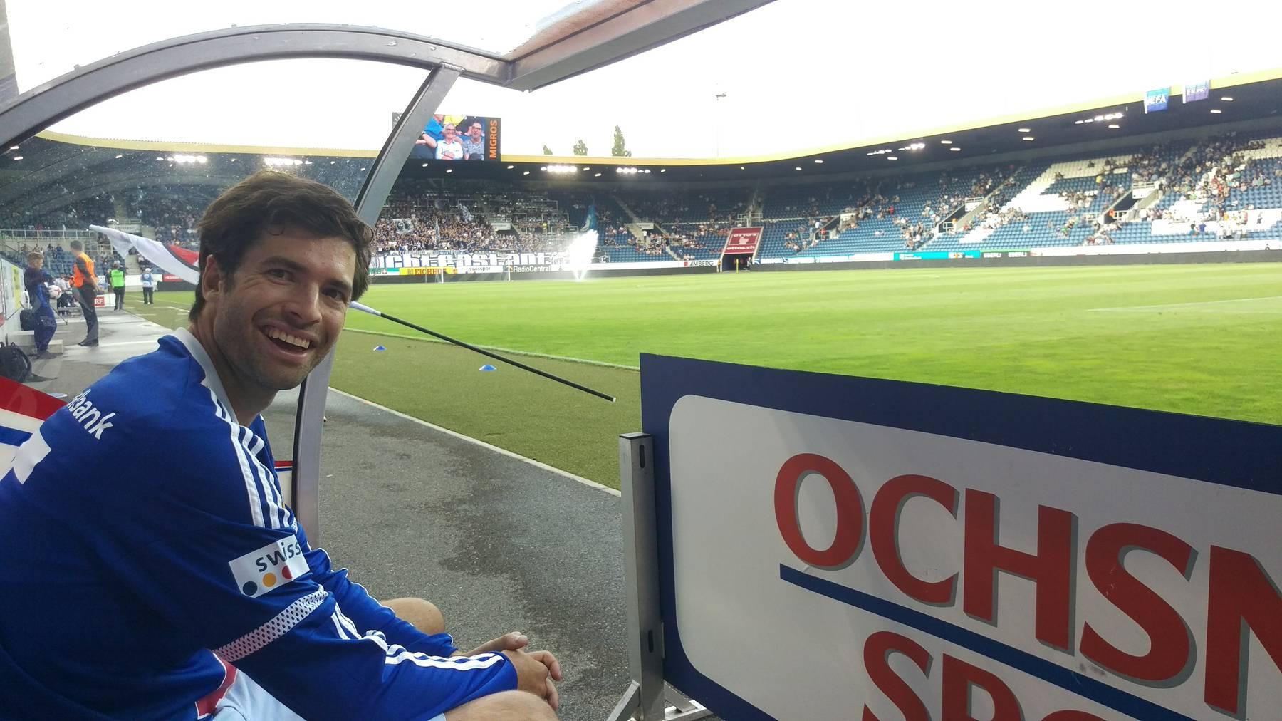 Ruder-Olympiasieger Mario Gyr auf der FCL-Fanbank.