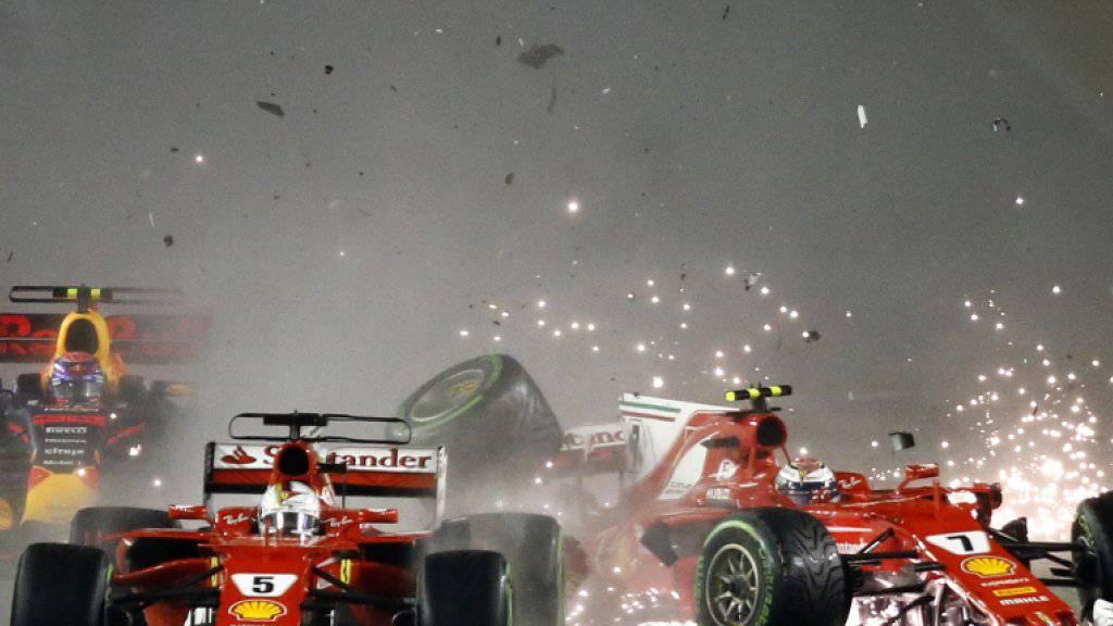 Der Startcrash in Singapur: Für Vettel, Verstappen und Räikkönen (von links) war das Rennen damit zu Ende