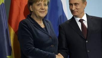 Merkel und Putin posieren für die Fotografen - Europa und Russland sollen näher zusammenrücken